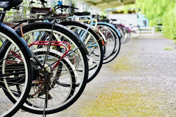 レンタカーを借りる時は自転車や車は預かってくれるの?
